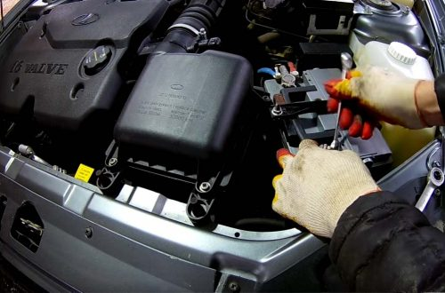 Обслуживание автомобиля: воздушный фильтр и аккумулятор
